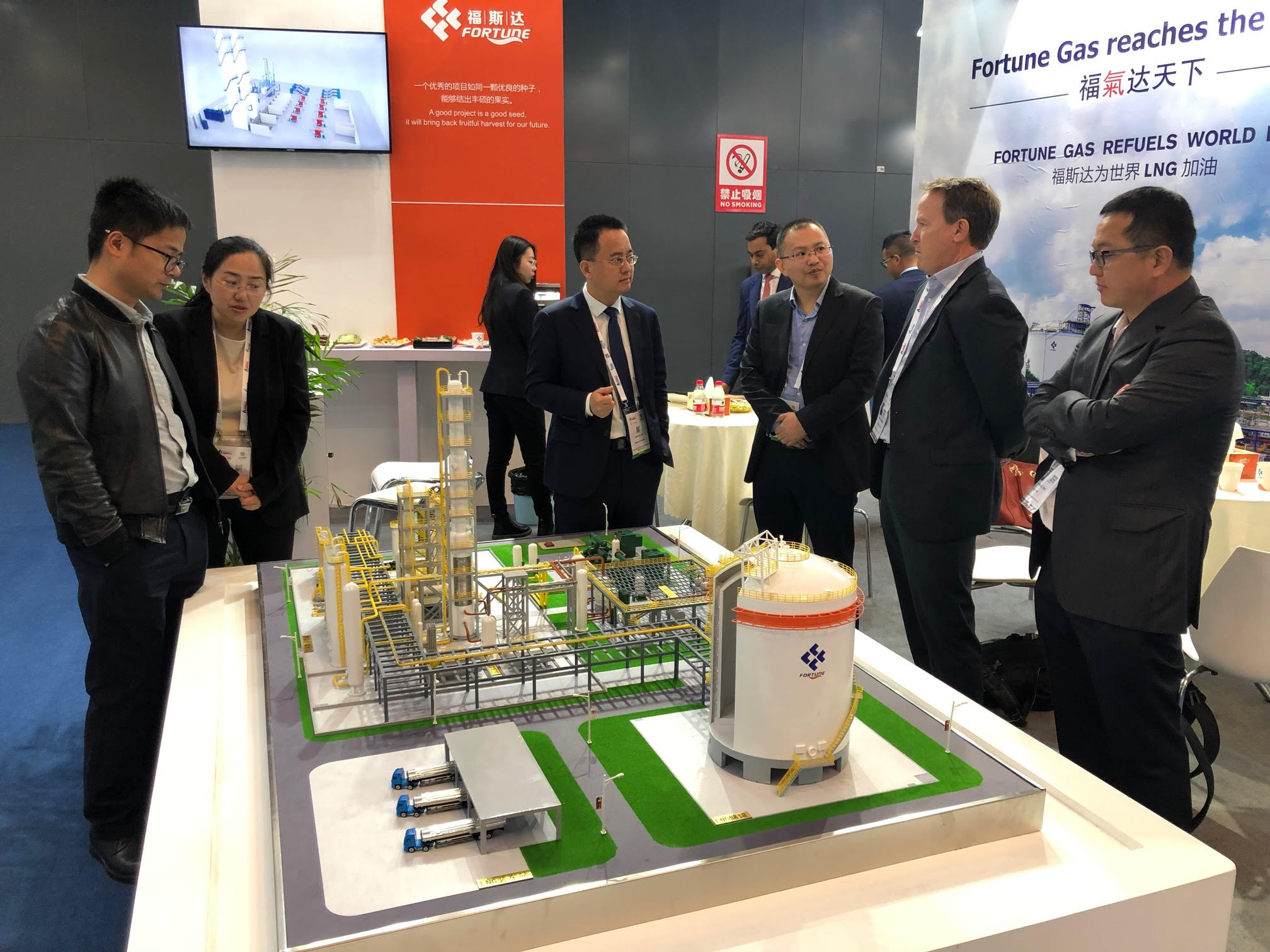 Managing Director Bruce Marriott and Chairman and majority shareholder Yuzheng Xie at the world's largest LNG conference, LNG 19 in Shanghai.